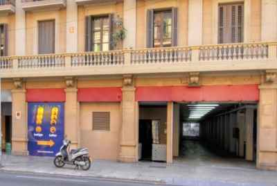 Commercial space for sale in Barcelona with a tenant